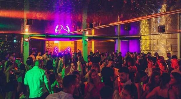 Positiva dopo serata in discoteca, Sos dell'Asl: «Chi è stato nel locale venga a fare il tampone»