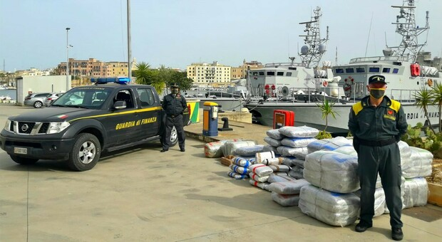 Il sequestro di quattro tonnellate di marijuana e cocaina avvenuto a Brindisi nel giugno 2020