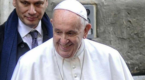 Papa Francesco a dieta stretta per combattere la sciatalgia ed evitare l'intervento chirurgico