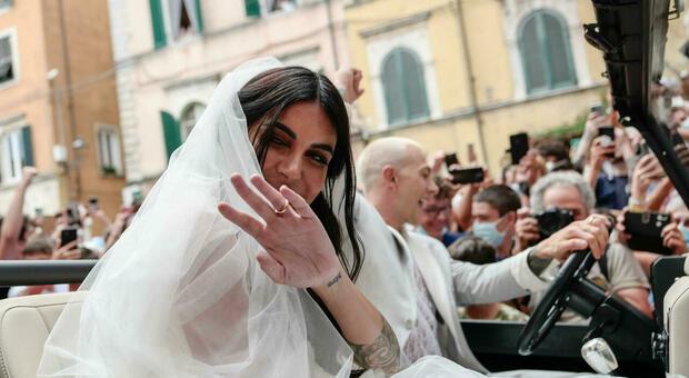 Nozze di Bernardeschi, la reazione della moglie Veronica alle accuse della ex fidanzata. «Lo ha fatto davvero?»