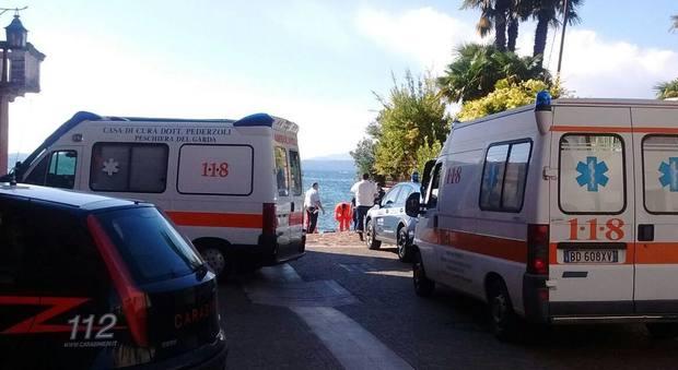 Noleggia una barca con la moglie, si tuffa e non riemerge più: 48enne trovato morto
