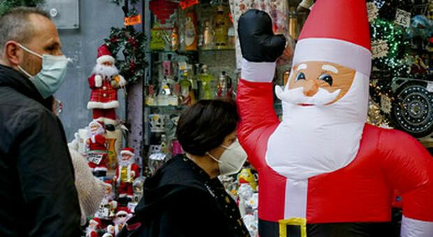 Arezzo, vestito da Babbo Natale per la fidanzata e scambiato per un ladro: arrivano i carabinieri