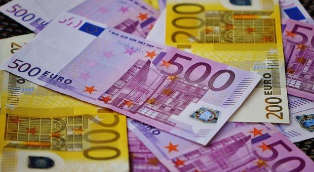 La banda di sinti con reddito di cittadinanza che rifilavano mazzette di banconote false alle vittime (Foto di Alexas_Fotos da Pixabay)