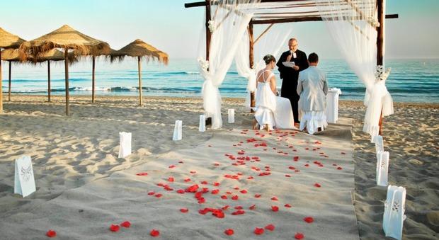 Matrimonio In Spiaggia Europa : Quant è chic un quot sì nel salento ecco i luoghi prediletti