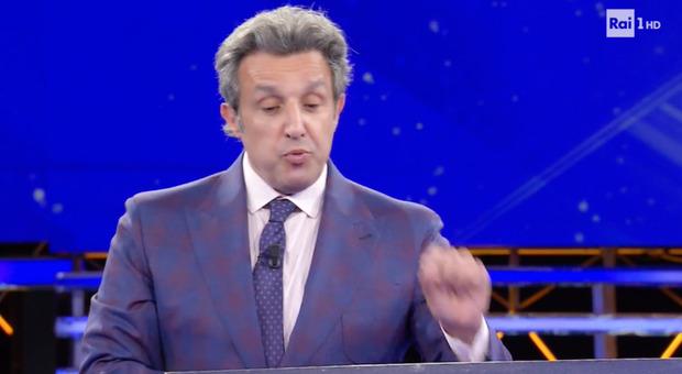 Flavio Insinna, l'errore choc della concorrente all'Eredità. Fan furiosi: «Che vergogna...»