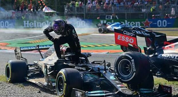 L'immagine dell'incidente tra Verstappen e Hamilton