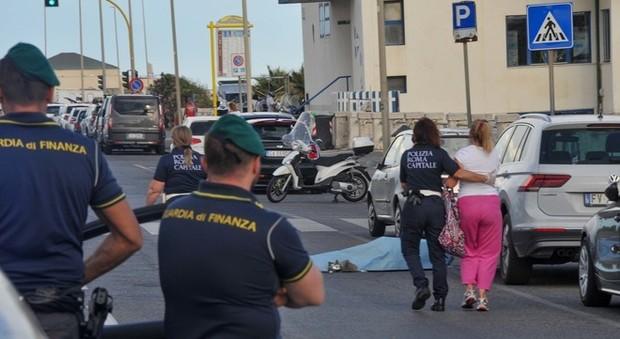 Roma, cade dalla bici e batte la testa sul tombino: morto 63enne a Ostia