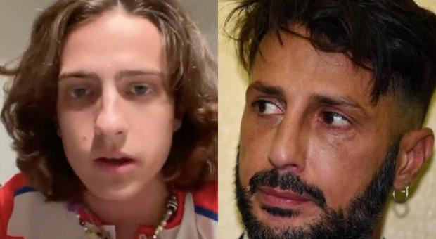 Sangiovanni, Fabrizio Corona all'attacco: «Mi dispiace ragazzo che si veste di rosa ma sei un prodotto commerciale»
