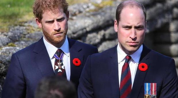 Principe Filippo, William e Harry insieme al funerale. I due fratelli non si vedono dal 2019