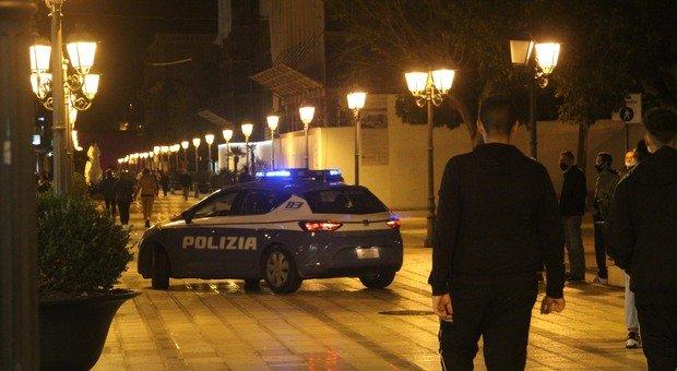 Controlli della polizia nel centro di Taranto