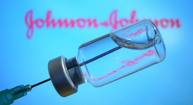 L'Italia raccomanda il vaccino Johnson&Johnson agli over 60: scelta la stessa linea di AstraZeneca