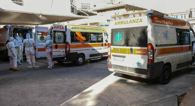 Focolaio di Covid all'ospedale di Palermo: «14 contagiati tra medici e infermieri»