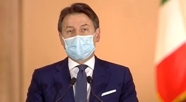 Dpcm, nuove misure anti Covid: a breve la conferenza-stampa di Conte