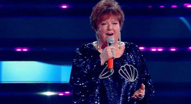 Sanremo 2021, Orietta Berti sbaglia i nomi dei Maneskin e il video è virale: «Canterei con i Naziskin»