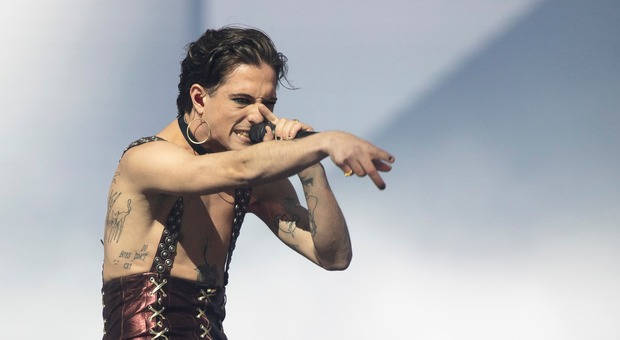 """Eurovision 2021, Maneskin """"fuori di testa"""". Tutti pazzi per i look di Damiano"""