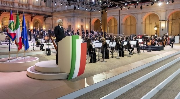 Mattarella: «Preoccupato per l'aumento dei contagi da Covid»
