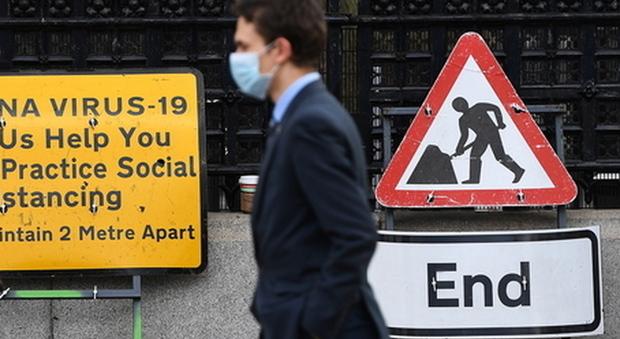 Gran Bretagna verso l'immunità: 40 milioni di dosi somministrate, oggi sette morti e domani si riapre