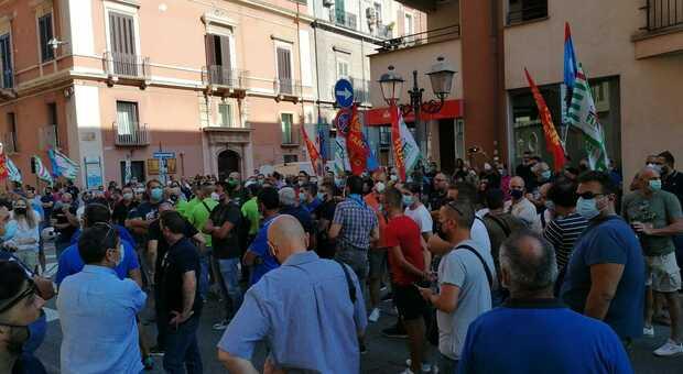 Sciopero sindacale in Ilva, a Taranto l'appello al prefetto: «Il documento che consegniamo ha il peso delle famiglie»