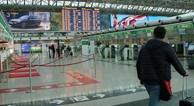Annullato un volo dall'India per Fiumicino. L'assessore del Lazio chiede «blocco totale»