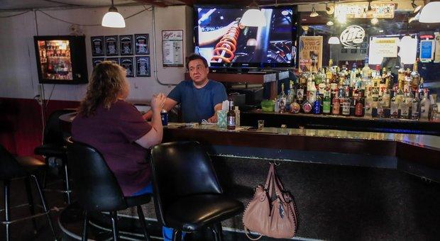 Ristoranti e bar, regole Fase 2: i clienti vanno registrati, limiti ai caffè al bancone