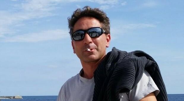 Schiacciato dal suo camion in azienda, Davide muore sul colpo a 47 anni