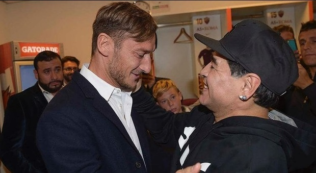 Maradona, il ricordo di Francesco Totti a Verissimo: «Quando ho smesso di giocare è stato il primo a chiamarmi. E' ancora qui con noi»