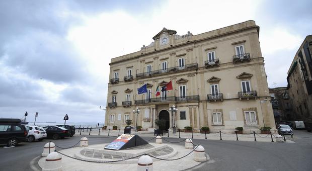Tariffe Tari da aumentare ma la maggioranza non c'è: consiglio comunale in subbuglio a Taranto