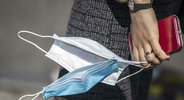 Coronavirus, la provocazione choc in Svizzera: «No alla terapia intensiva ai negazionisti e multe ai 'no mask'»