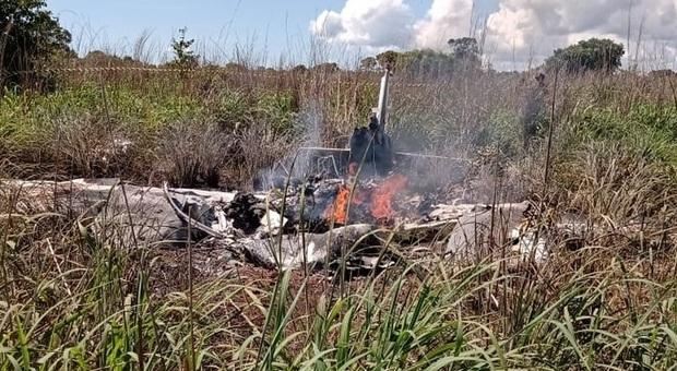 Nuovo dramma in Brasile, aereo precipita dopo il decollo: morti quattro calciatori e il presidente del Palmas