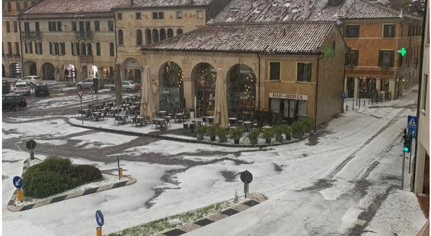 Castelfranco imbiancato dalla grandine