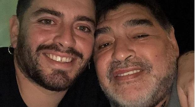 «Il grassone sta morendo» Diego Maradona a Live non è D'Urso: «Lotterò fino all'ultimo giorno affinchè mio padre abbia giustizia»