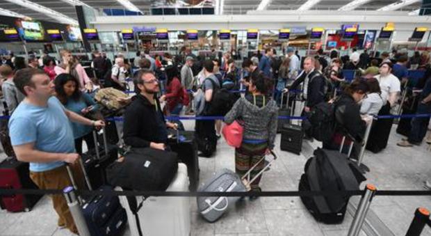 Gruppo di cittadini britannici che vivono in Spagna sono stati rispediti dall'aeroporto di Alicante nel Regno Unito: «Effetto della Brexit»