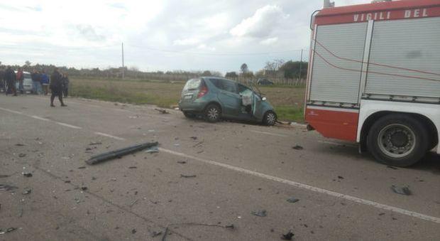 Camion contro auto, Alberto muore a 34 anni. Ferita la moglie