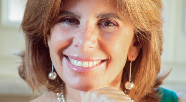 Elvira Frojo: l'imperfezione, galateo del cuore e delle rivoluzioni al femminile