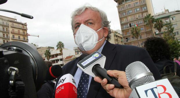 Covid, la Puglia chiude tutte le scuole fino al 24 novembre. Emiliano: «L'aumento dei contagi è colpa della riapertura»