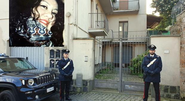La palazzina a Orvieto dove  è avvenuto l'omicidio. Nel riquadro Cinzia Carletti