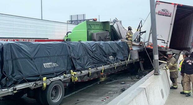 Usa, strage di migranti: si ribalta un furgone