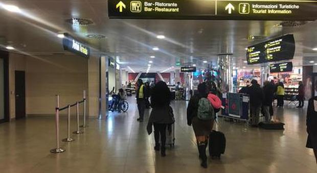 Coronavirus, 34enne positivo dopo il volo per Firenze: scatta l'allarme, controlli ai passeggeri