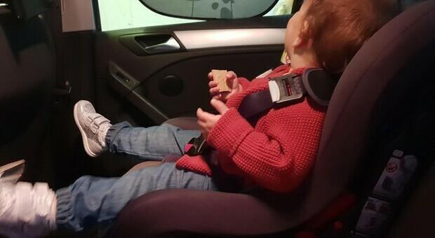 Bimbo di 5 anni morto in auto: il papà lo ha dimenticato sotto il sole. «Doveva portarlo all'asilo»