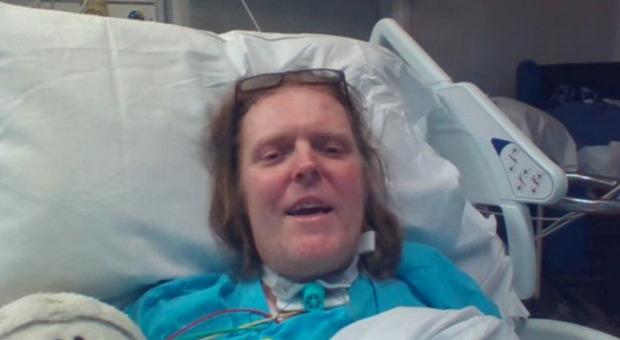 Morto Jason Kelk, con il Covid da un anno era il paziente con l'infezione più lunga: «Non guariva e ha smesso di curarsi»