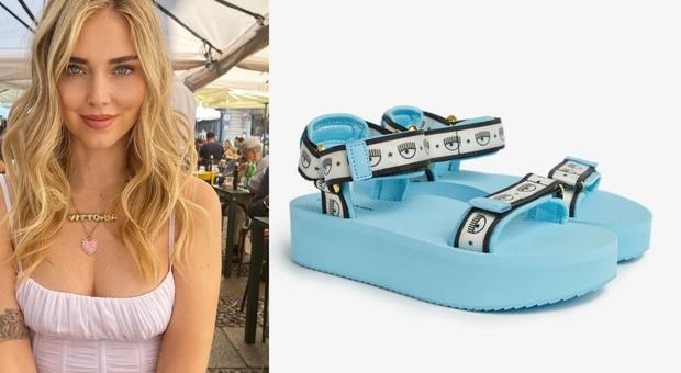 Chiara Ferragni lancia i sandali di gomma con il cinturino. Ecco il prezzo da capogiro. Fan furiosi: «Vergognoso»