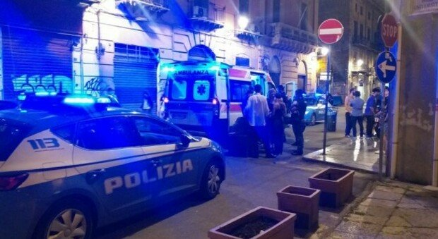 Coppia gay aggredita a Palermo da una baby gang: prima gli insulti poi le botte, un ferito
