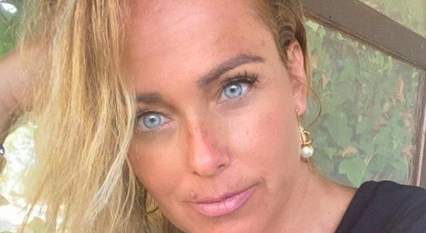 Sonia Bruganelli pubblica la foto di un'hater: «Perché la faccia me la devo rifare io?». Scatta la polemica