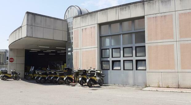Il Centro di recapito delle Poste a Mestre in via Torino questa mattina