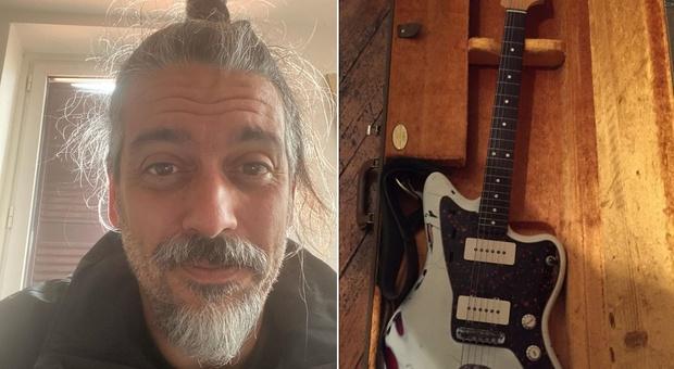 Roberto Angelini, pausa da Propaganda Live dopo le polemiche: «Ripongo la chitarra nella custodia»