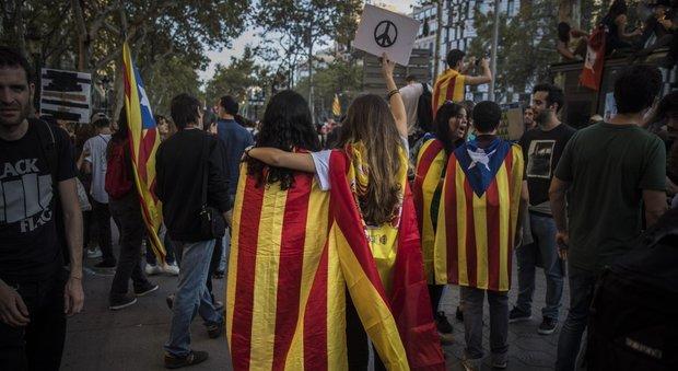Catalogna, la Corte Costituzionale sospende la seduta del Parlamento per l'indipendenza
