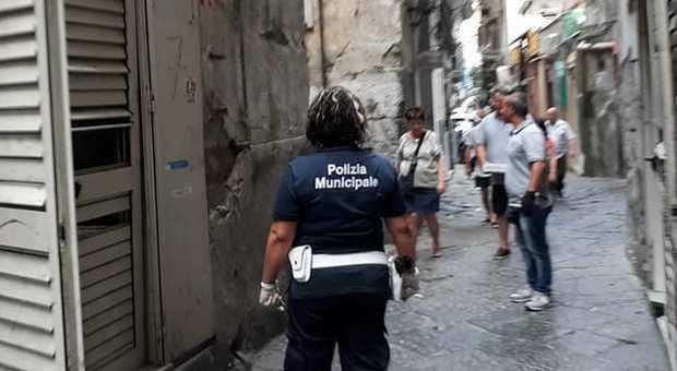 Napoli, cinque bimbi fantasma abbandonati in un ...