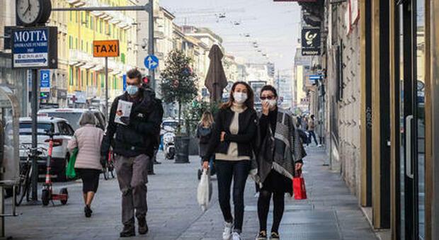 Covid, Rt a 0,99 ma in mezza Italia è maggiore di 1: cinque Regioni a rischio alto. «Evitare contatti fuori dal nucleo familiare»