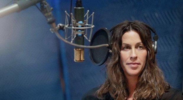 La cantante canadese rivela al mondo di essere stata stuprata più volte da adolescente