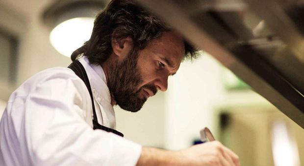 Chef Cracco: «Perso un dipendente su 3, ma mi sono reinventato. Una lezione per i miei figli»